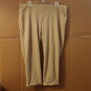 Women's Time & Tru Tan Capri Pants, XXL (20)